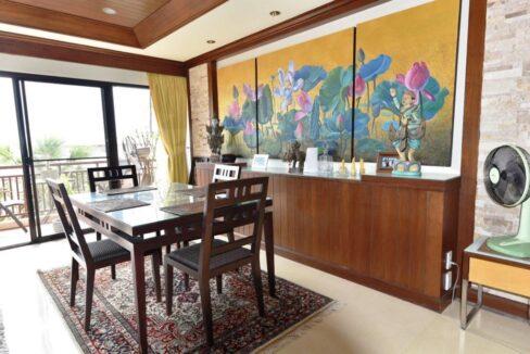 20 Tastefylly furnished dining area