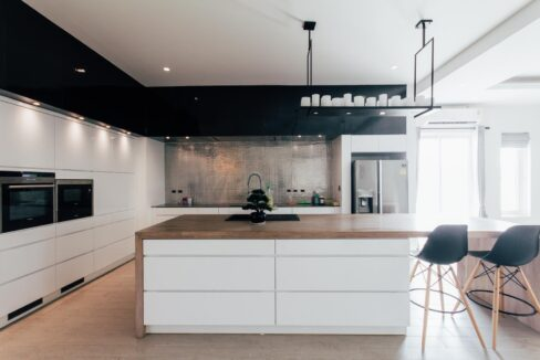 25 Fully fitted Danish design kitchen