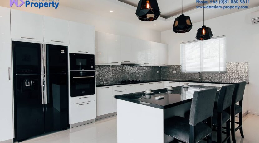 25 Fully fitted EU-style open kitchen