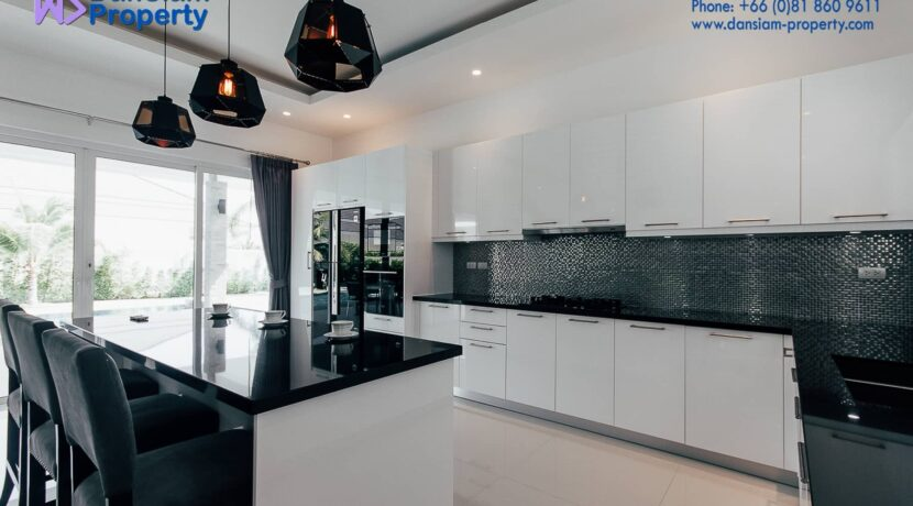 26 Fully fitted EU-style open kitchen