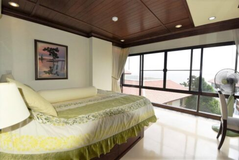 31 Master bedroom vith ocean view
