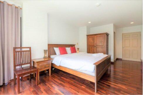 31 Spacious bedroom #1