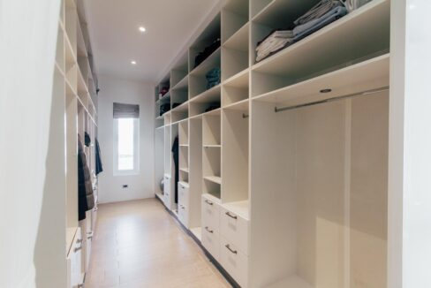 33 Large walkin wardrobe
