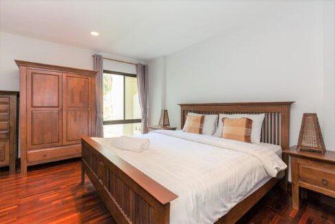 41 Spacious bedroom #2