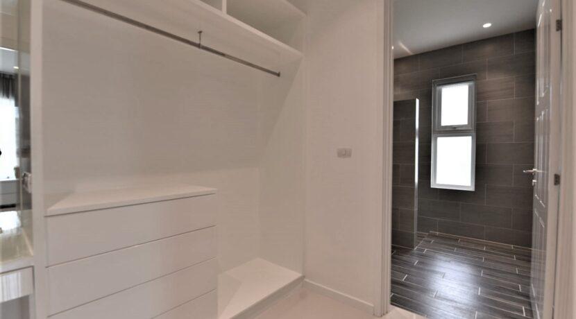 42 Bedroom#2 walkin wardrobe (1 of 3) in entrance section