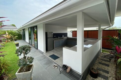 50 Guesthouse with bedrooms and BBQ kitchen