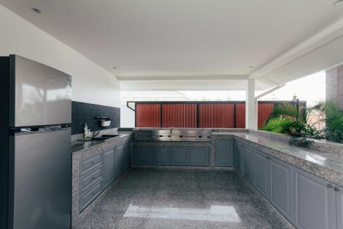 51 Fully fitted Thai-BBQ kitchen