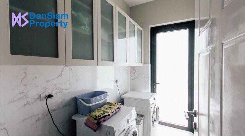 80 Inside utility room