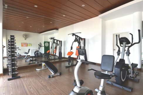 94 Well-equipped fitness room
