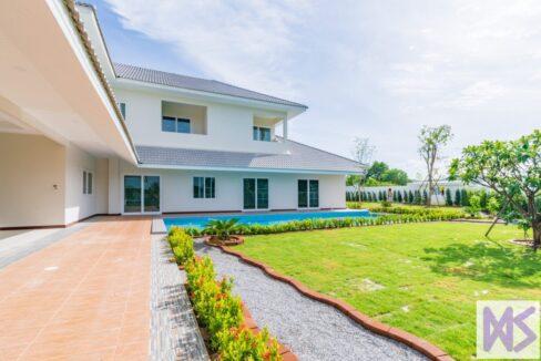 02 Large 6-Bed pool villa
