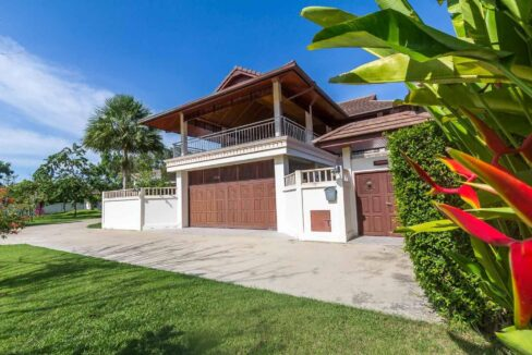 02A Villa entrance with double carpark
