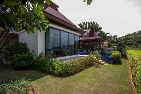 04 Landscaped garden