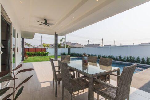 05 Luxury pool villa