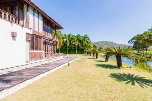05B Houae facade towards golf fairway