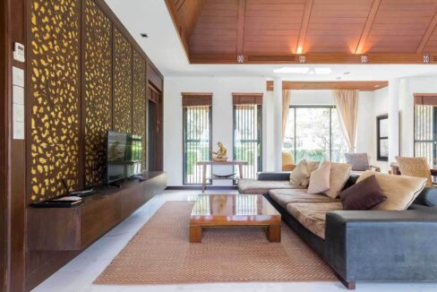 11 Spacious living-dining room