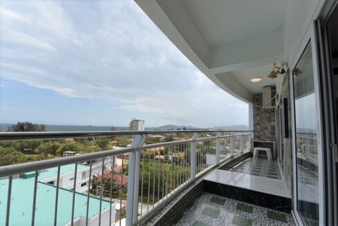 14 Condo wide balcony with stunning sea view