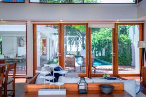 14 Living-dining pavilion
