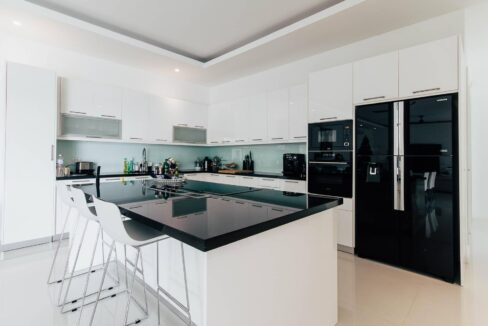 20 Fully fitted EU-style kitchen