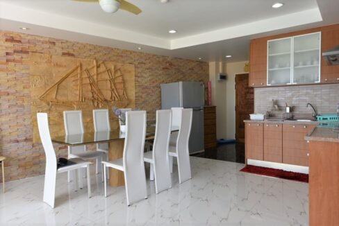 21 Dining area next to kitchen