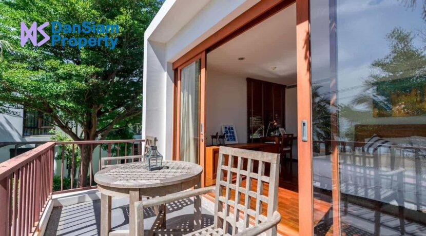 33 Master bedroom balcony