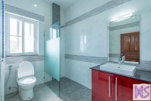 75 Bathroom #5