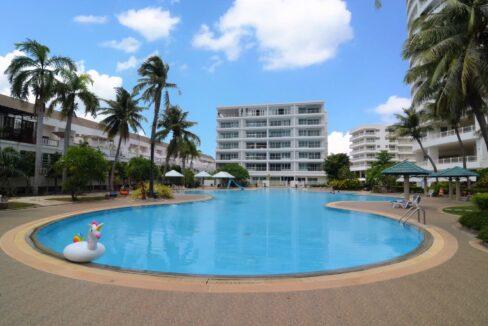 81 Jamchuree swimming pool
