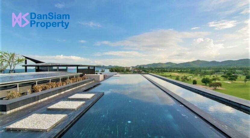 84 Rooftop pool