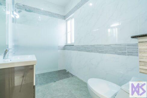 85 Bathroom #6
