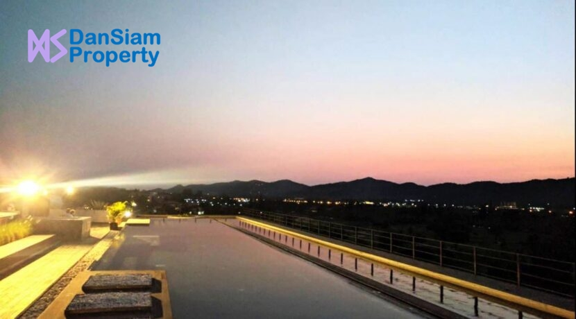 85 Rooftop pool at twighlight