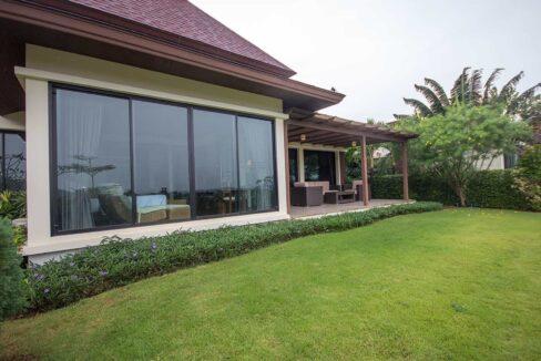 02 Beautiful Balinese villa