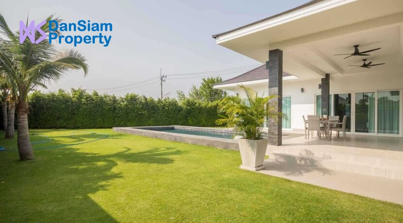 03 Luxury pool villa