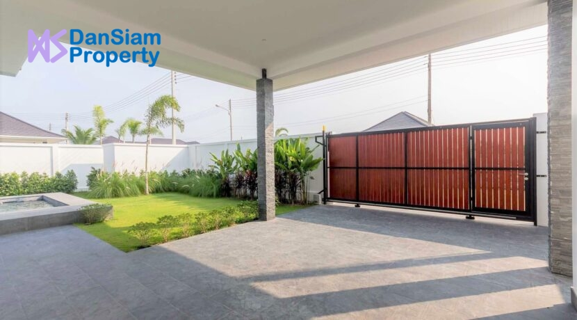 06 Villa fully fenced and gated