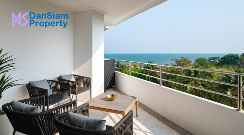 13 Large balcony with stunning sea view