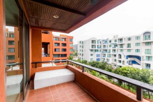 14 Large balcony with view