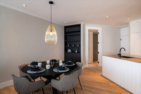 20 Dining area next to kitchen