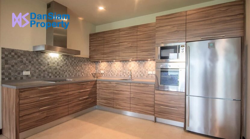 26 Fully fitted modern EU-style kitchen
