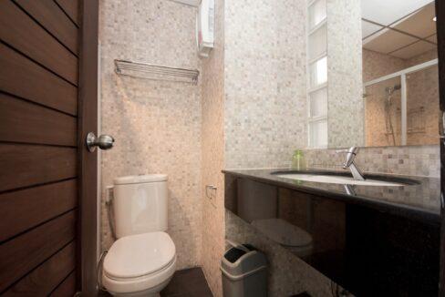 29 Guest washroom