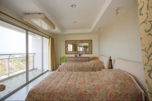 30 Spacous master bedroom