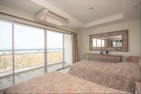31 Spacous master bedroom
