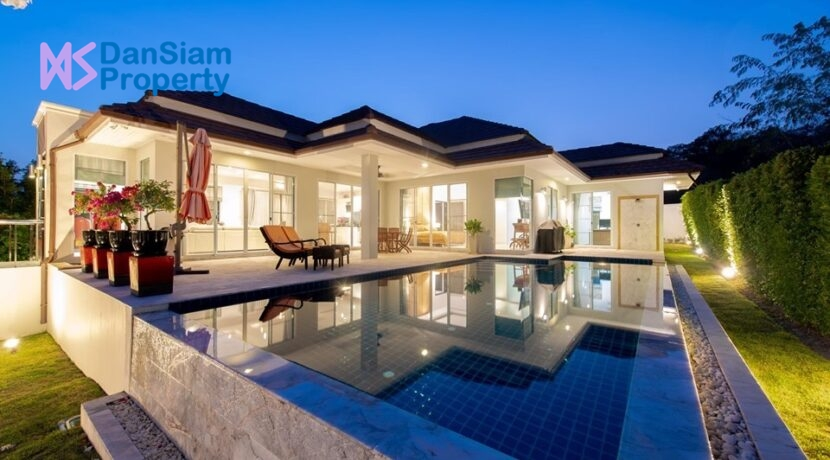 01 Red Mountain Boutique pool villa