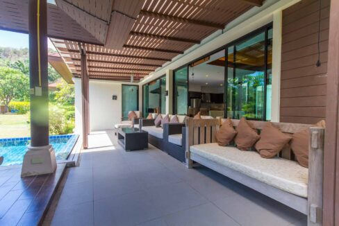 03D Covered furnished terrace