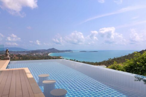 04 Large Infinity pool with stunning sea view