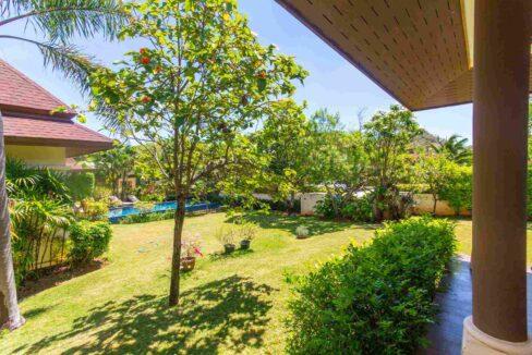 04B Beautiful landscaped garden