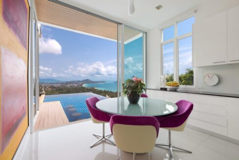 20 Dining area with sea view