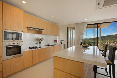 26 Fully ftted modern kitchen