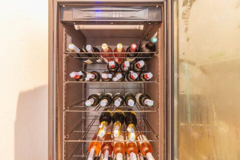 27 Wine cabinet