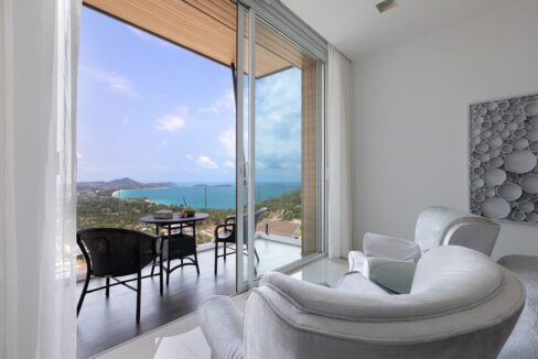 32 Balcony with sea view