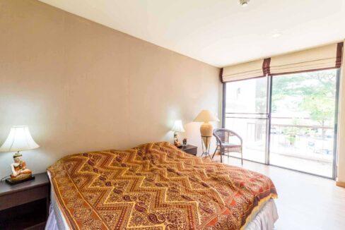 42 Large bedroom #2