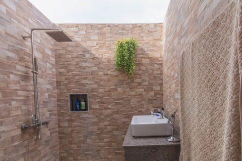 55 Ensiuite bathroom#3