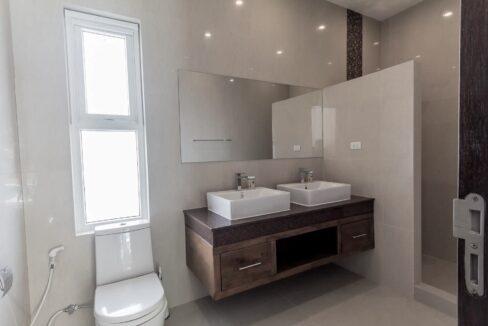 75 Ensuite bathroom#5